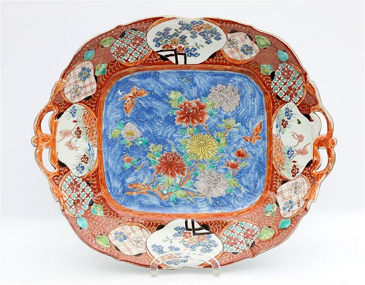 A Japanese Imari serving dish decorated with chrysanthemum, the
