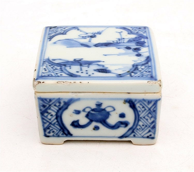 A Chinese blue and white square box and cover decorated with a r