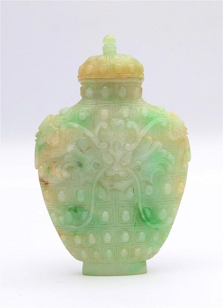 A white and applegreen snuff bottle, af flattened baluster shape