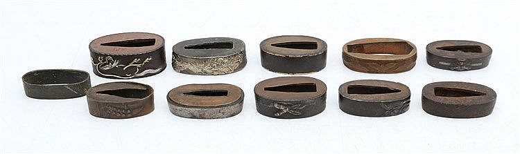 A collection of eleven Japanese metal fuchi. Lengte 4,3 cm. max