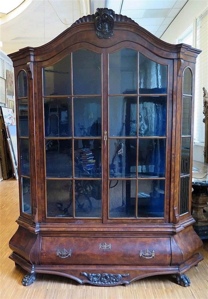 A mahogany display cabinet. Louis XV style. Dutch, 19th century.