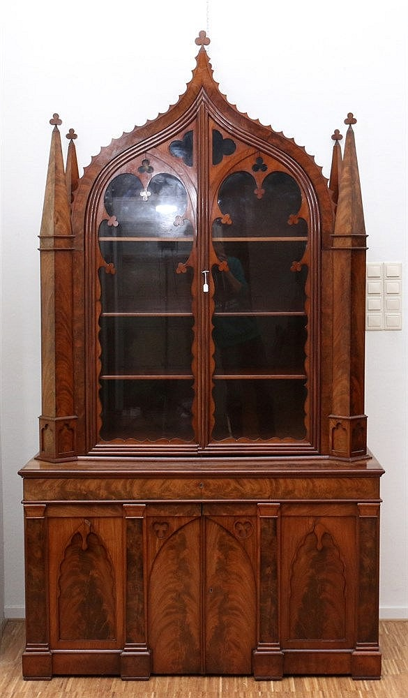 A mahogany book- and display cabinet. Dutch, Neo-Gothic. Ca. 184