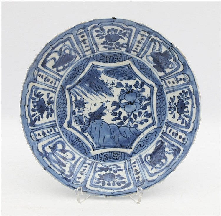 A Chinese blue and white plate decorated with a star-shaped cart
