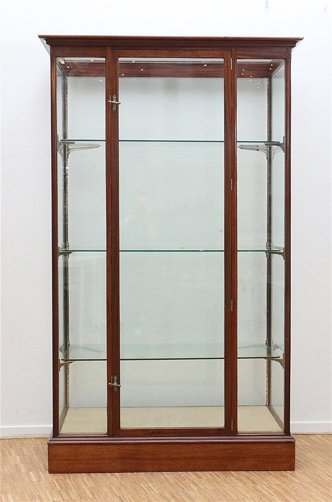 A mahogany one door display cabinet. Marked: Etalage-Fabriek Joh