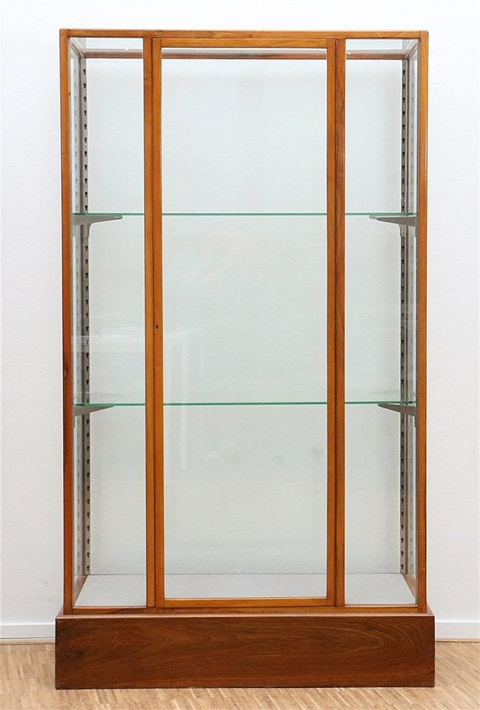 A cherry wood display cabinet. Ca. 1920. 179 x 104 x 54 cm.