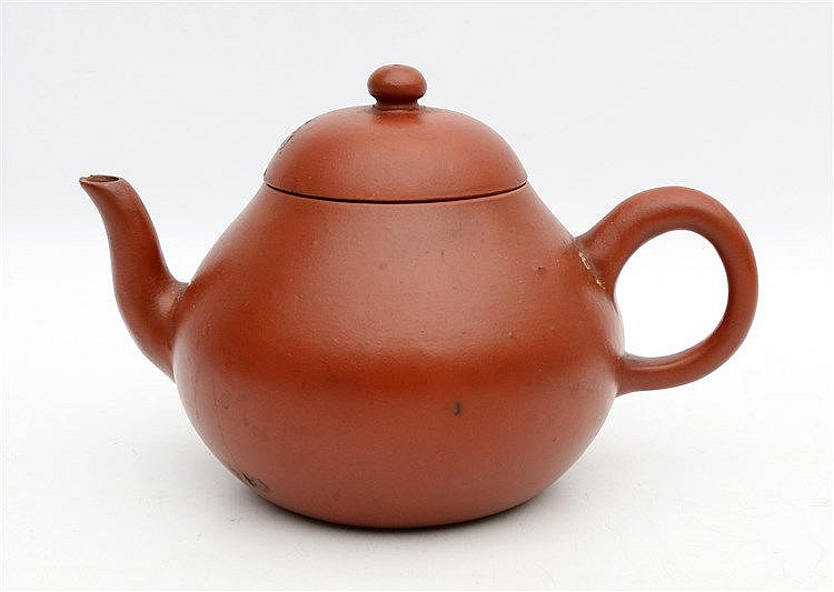 A Chinese Yixing teapot and cover. With four character mark. 19t