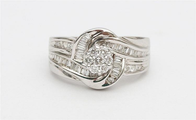 Diamond set ring. White gold, 18 krt. Ringmaat 17,5.