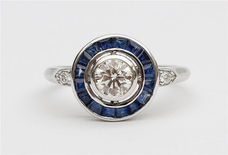 Diamond and sapphire set ring. White gold, 14 krt. Center sto