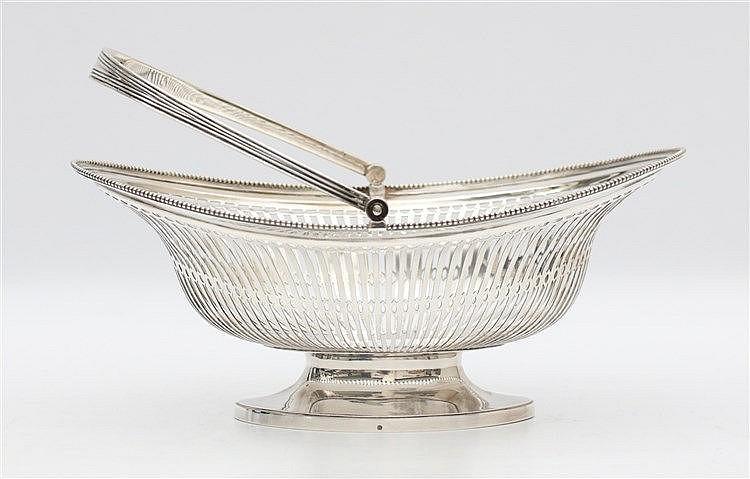 Silver bread basket by Kempen, Begeer & Vos, Voorschoten, 1924.