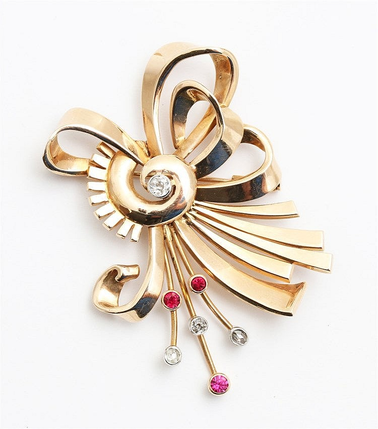 Retro brooch with bow motif, circa 1940. Rose gold, set with d