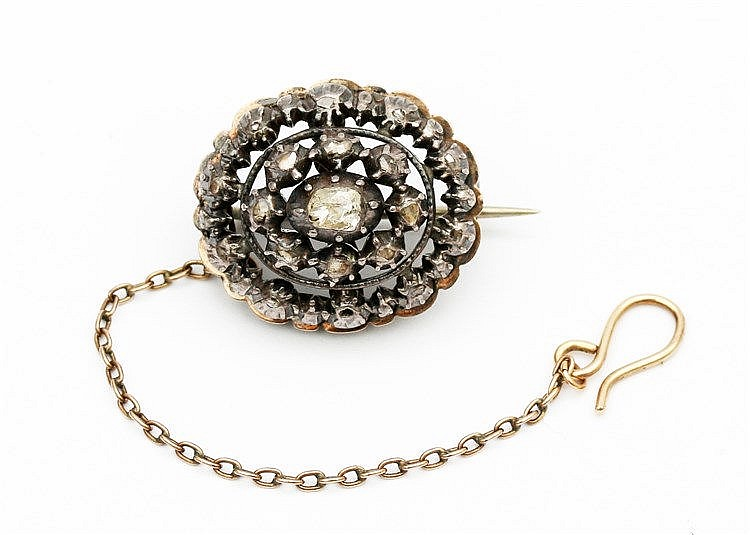 Oval silver and gold brooch set with rose cut diamonds, Dutch 19