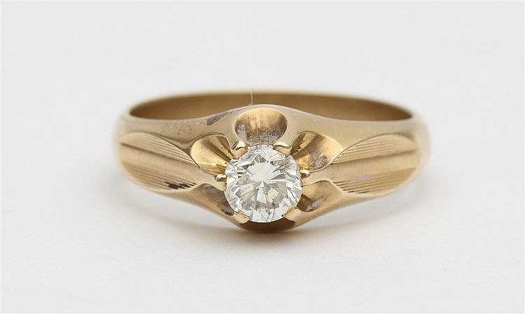Single stone diamond ring. 14 krt yellow gold, diamond weight ap