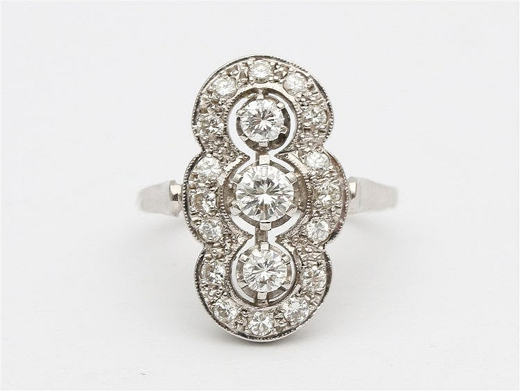 White gold diamond ring. 14 krt. Total diamond weight circa