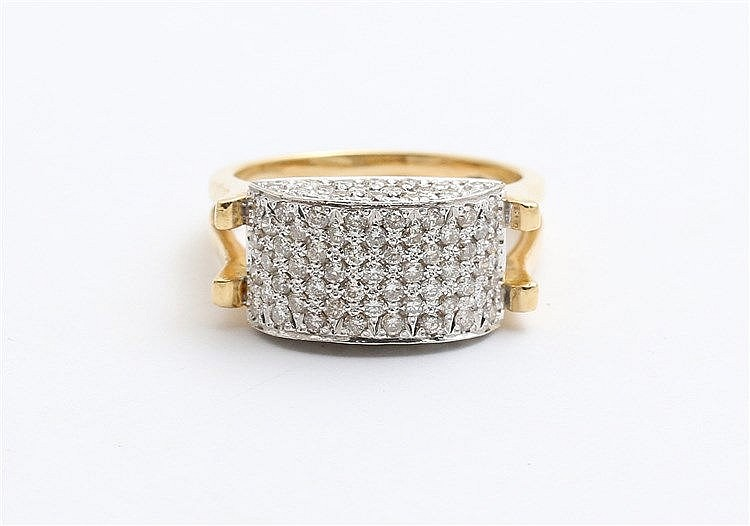 Diamond set 18 krt yellow gold ring. Total diamonds weight appr