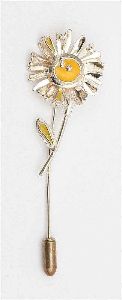 Silver pin by Anneke Schat, Dutch jewellery artist. Theme Flow