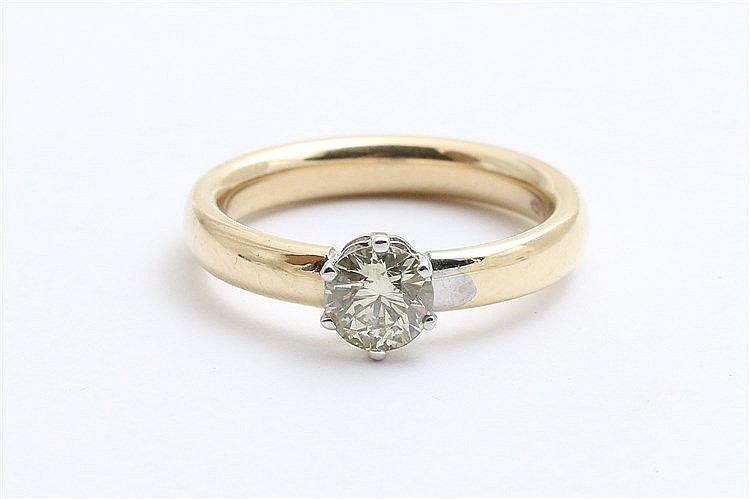 Diamond set gold ring. 14 krt yellow gold. Diamond weight circa
