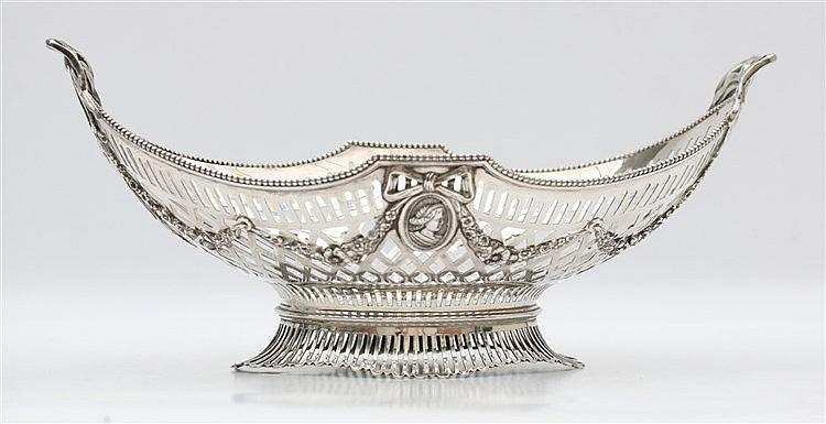 Silver breadbasket by H. Hooijkaas, Schoonhoven, 1920. Weight 1.
