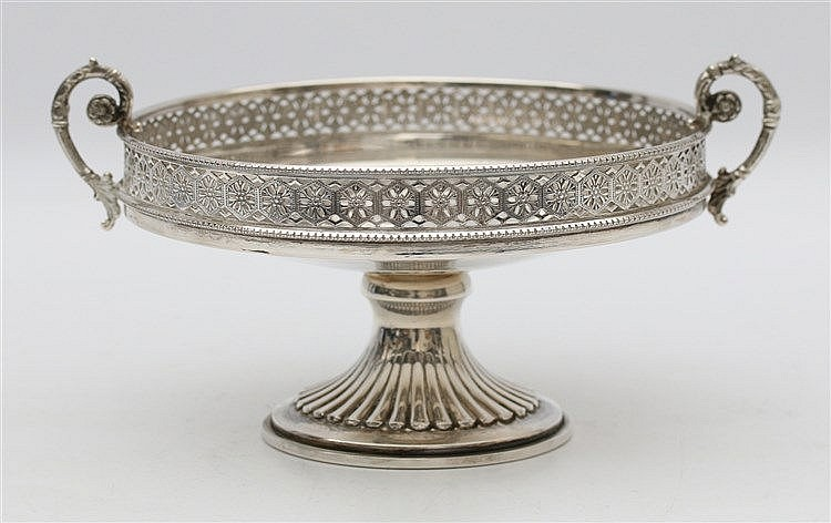Silver dish on a foot, Italian, 20th century. Diameter 16 cm.