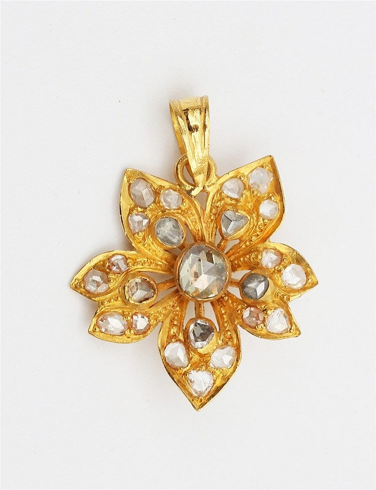 Diamond set flower shaped yellow gold pendant. Total weight 4.7