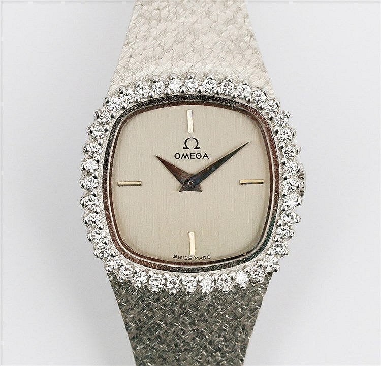 Omega 18 krt white gold ladies watch. Ref. nr. 1211.  Cushion