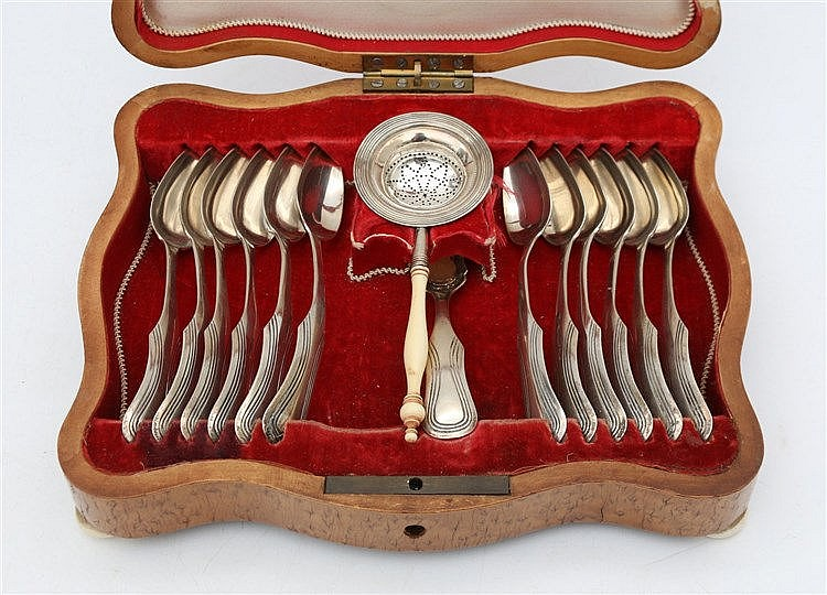 Silver teaset in wooden box. By Willem H. Woortman, Amsterdam, 1