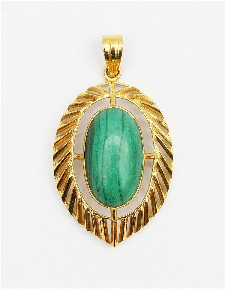 Malachite set yellow gold pendant. Total weight 14.8 gram. Lengt