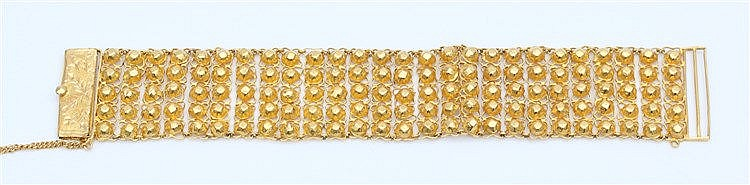 Yellow gold bracelet with floral motif. Weight 28.0 gram. Lengte
