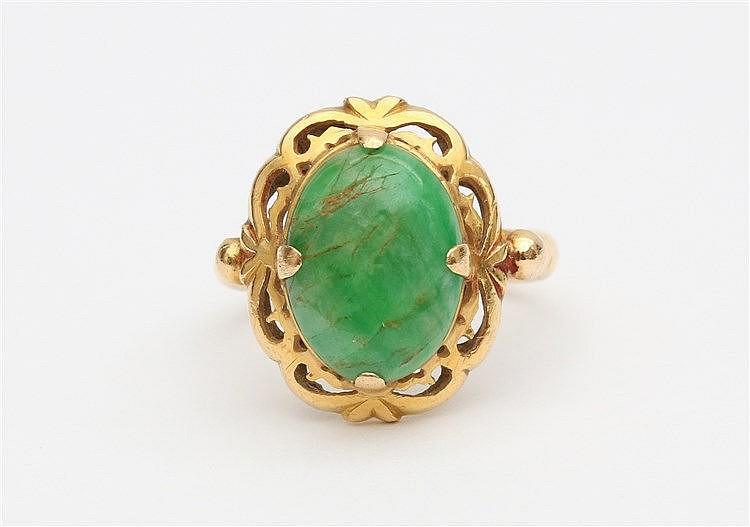Yellow gold ring set with variscite gemstone. Ringmaat 16,5.