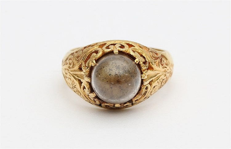 Yellow gold ring. Set with glass boule. Total weight 9.2 gram. R