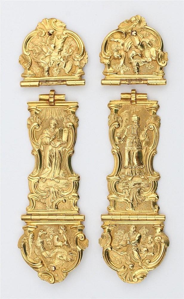 Pair of gold Bible clasps, Rotterdam, circa 1759. Depicting Moze