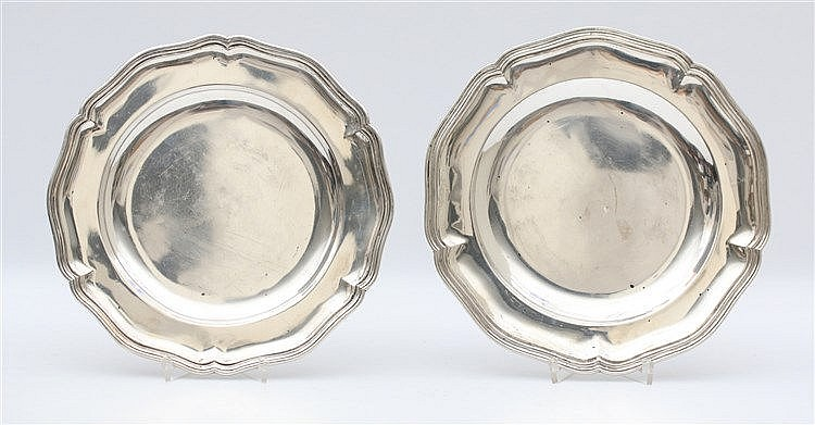 Two silver plates. Total weight 777 gram. Diameter 24 cm.