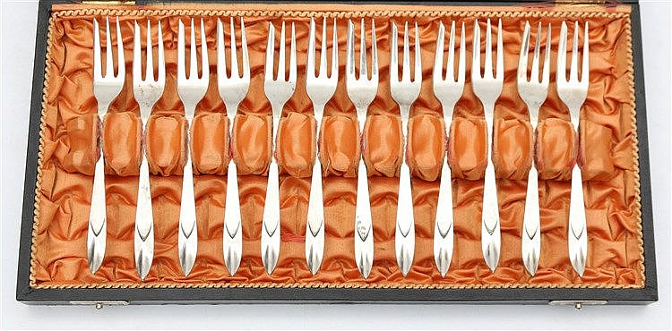 Twelve cake forks. Model 210 by Gerritsen & Van Kempen, Zeist.