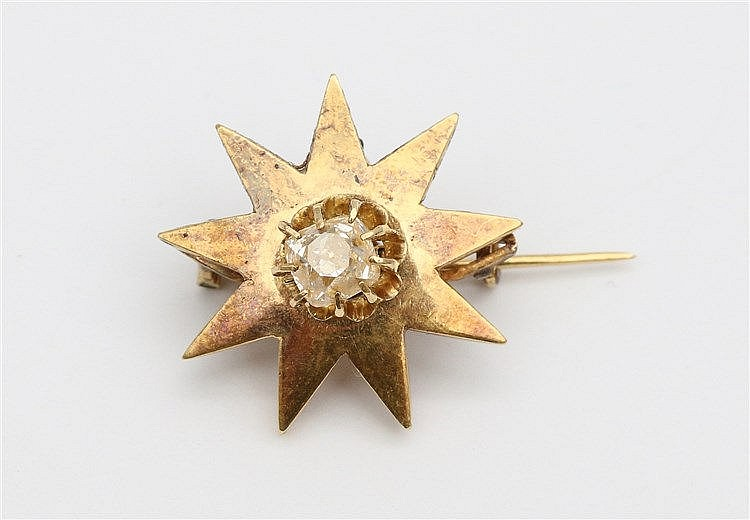Old mine cut diamond and yellow gold brooch, 19th century. Pin
