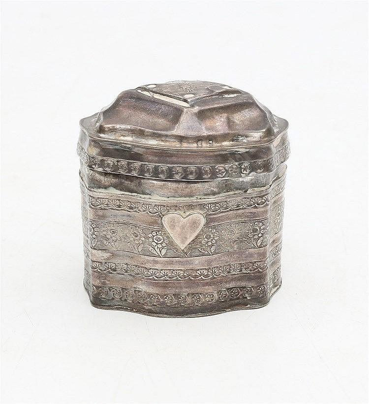 Silver scent box by Carolus Hendrikus Cammans, Leeuwarden/Gronin