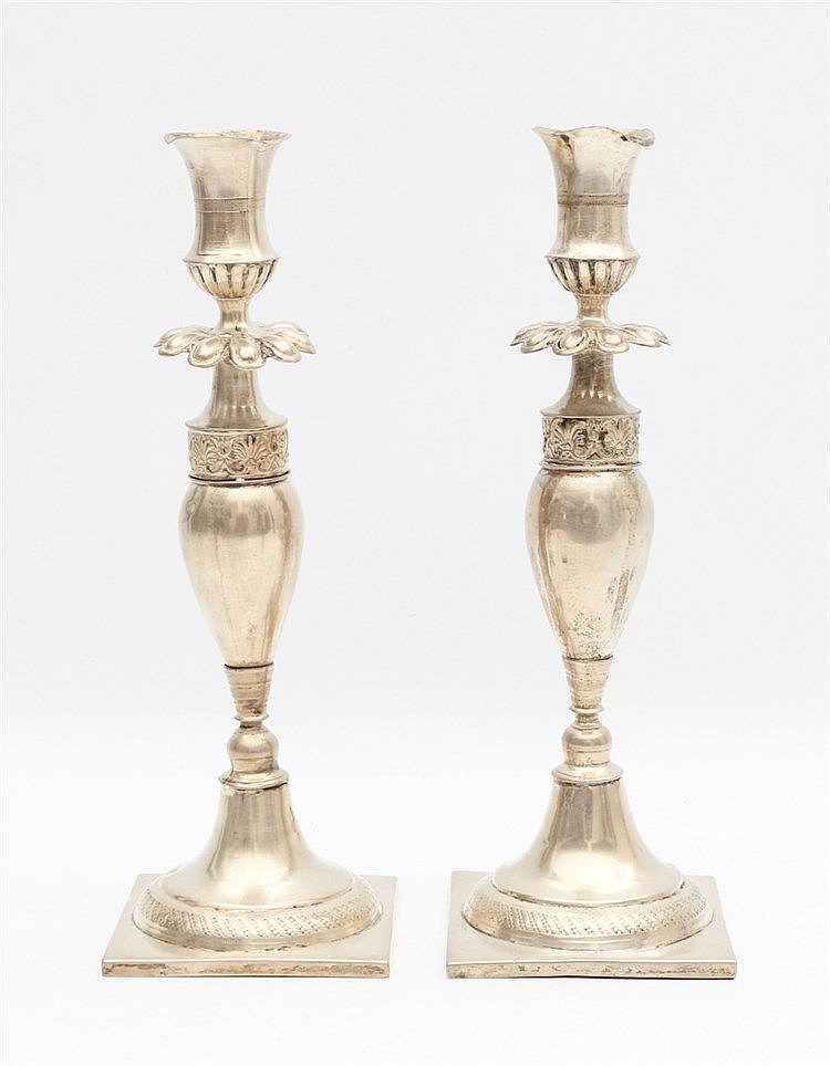 Pair of silver candle sticks. Hoogte 26 cm
