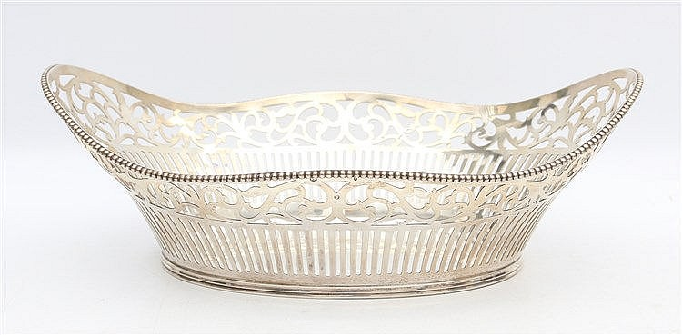Silver breadbasket. Schoonhoven 1968. Weight 374 gram. Afmeting