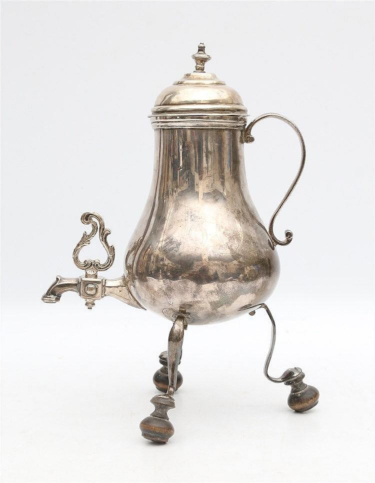 Silver urn. Harlingen, 1780. Hoogte 23 cm.