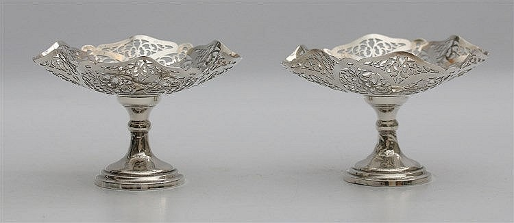 Pair of silver candy dishes, by RR, Birmingham, 1934. Diameter 1
