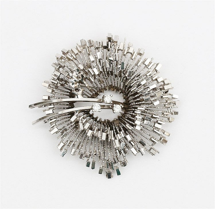 Diamond set 14 krt white gold brooch, 1970's. Weight 9.9 gram.