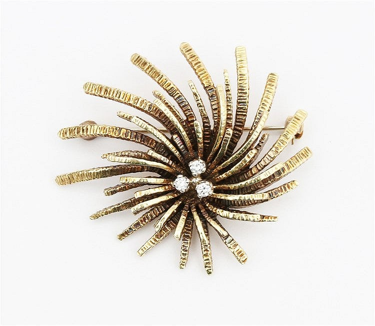 Diamond set 14 krt yellow gold brooch, 1970's. Weight 14.5 gra