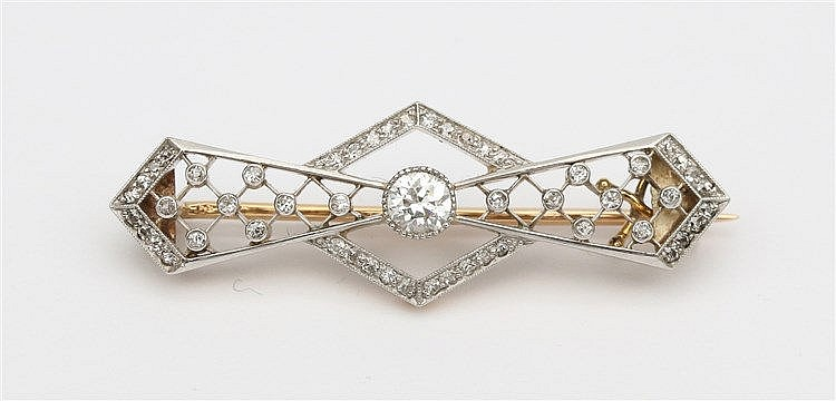 Art Deco diamond set 14 krt gold brooch. Propellor shaped. Early