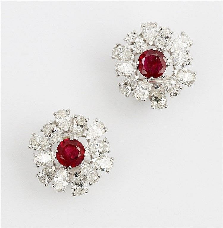 Diamond and ruby cluster earrings. Platinum and 18 krt whiteg