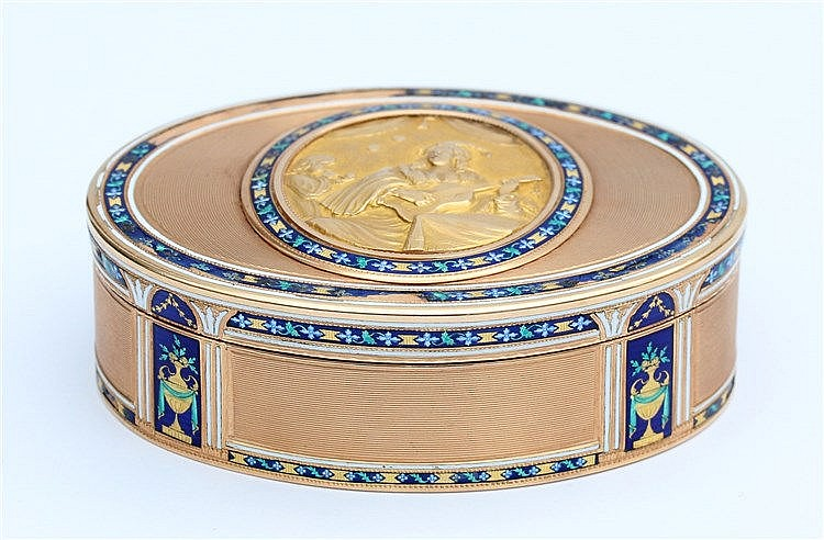 Gold snuff box. Rubbed, indistinct markings. Guilloché and ena