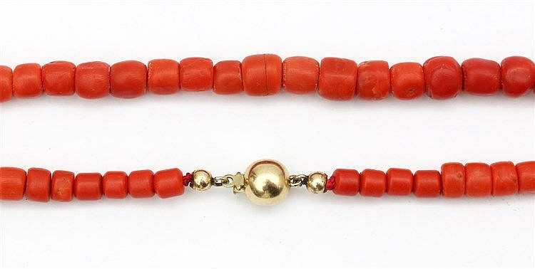 Bloodcoral necklace. 6-8.5 mm. With yellow gold clasp. Necklac
