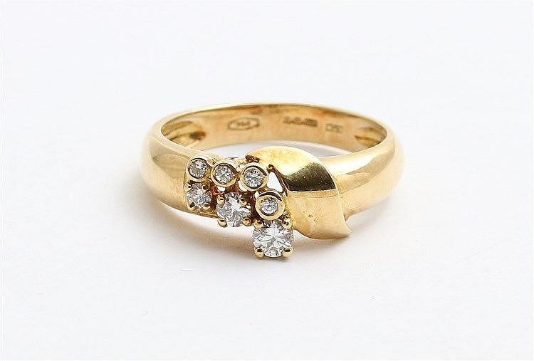 Diamond set 18 krt yellow gold ring. Signed LTM, Birmingham, 1