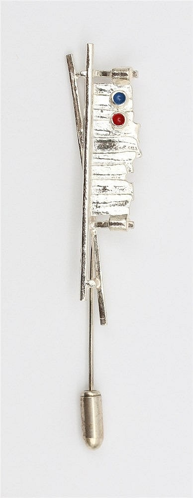 Silver pin by Anneke Schat, Dutch jewellery artist. Title: Whis