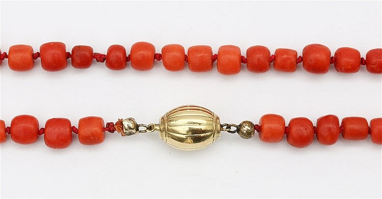 Bloodcoral necklace. 7-9 mm. With yellow gold clasp. Total wei