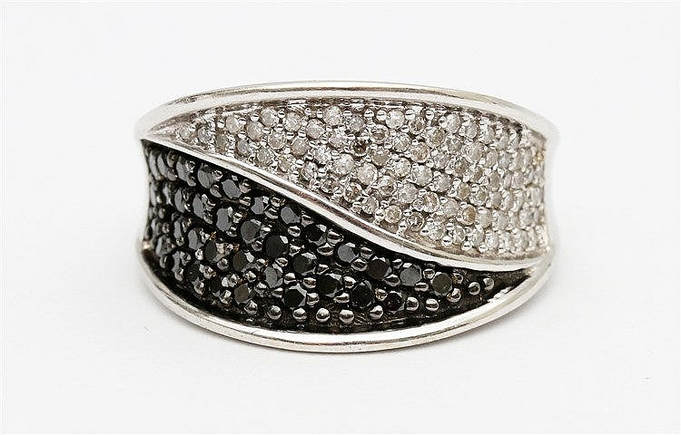 Diamond set white gold ring. Set with black and white diamonds.