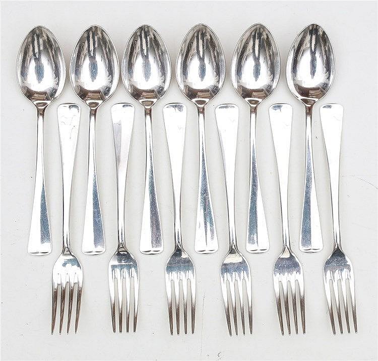 Silver dessert cutlery. Marked 999. Datemarks 1979, 1980, 1981.