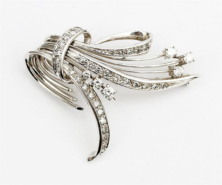 White gold diamond set brooch.  14 krt white gold, total weigh